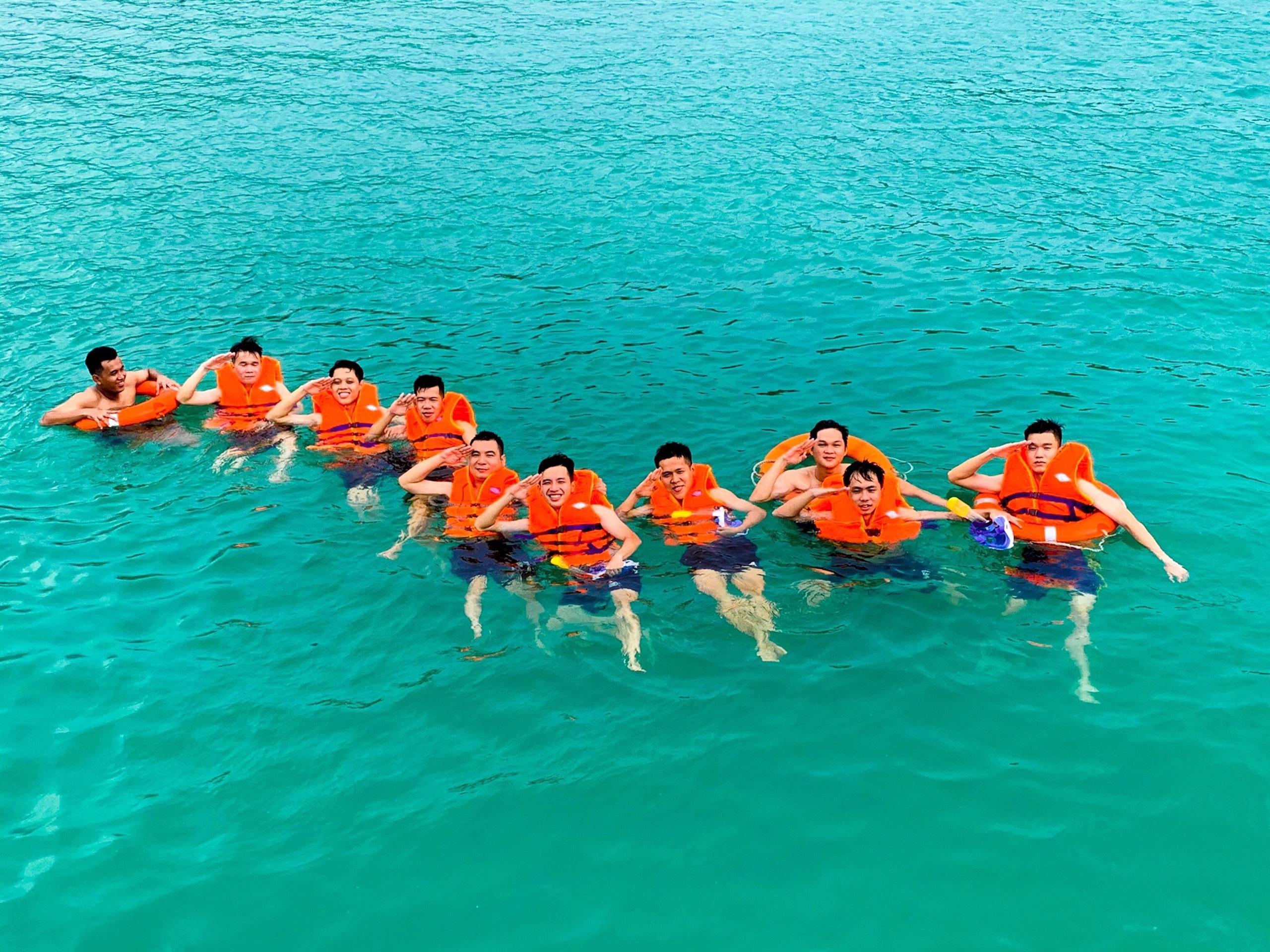 tắm-biển-lặn-ngắm-san-hô-hòn-hai-bờ-đập-nam-du